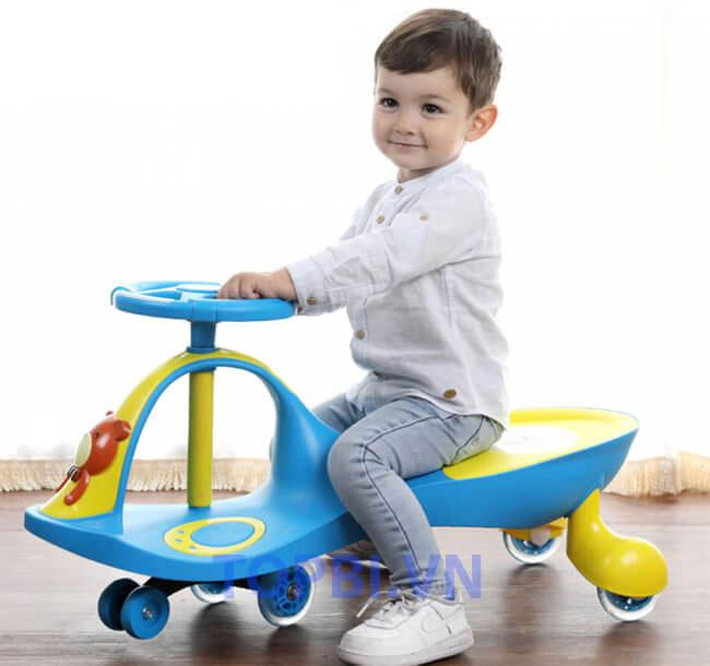 Có nên mua xe lắc cho bé 1 tuổi hay không