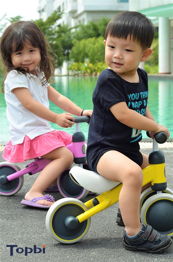 đồ chơi xe dành cho bé 1 tuổi 4